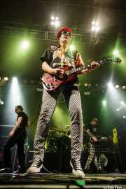 Captain Sensible -guitarra y voz-, Dave Vanian -voz-, Stu West -bajo- y Pinch -batería- de The Damned, Santana 27, Bilbao. 2015