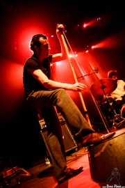 Paco Luis Martos -washtub bass, bajo y guitarra- y Carlos Jimena -batería- de Guadalupe Plata, Kafe Antzokia, Bilbao. 2015