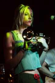Jenny Ball, trompetista y cantante de Jenny and the Mexicats, Sala Azkena, Bilbao. 2015