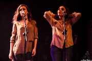 Verónica Ferreiro y Carolina García -cantantes coristas- de Julián Maeso, Social Antzokia, Basauri. 2015