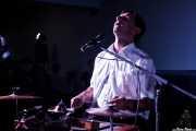 Stéphane Séva, cantante y washboard de Doc Scanlon's Swingsters, Gastroswing - Artium, Vitoria-Gasteiz. 2015