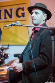 Stéphane Séva, cantante y washboard de Doc Scanlon's Swingsters, Gastroswing - Palacio Europa, Vitoria-Gasteiz. 2015