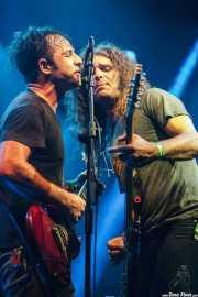 Lee Bains -voz y guitarra- y Adam Williamson -bajo- de Lee Bains III & The Glory Fires, Azkena Rock Festival, Vitoria-Gasteiz. 2015