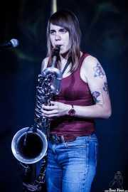 Kellie Everett, saxofonista de The Hooten Hallers, Kafe Antzokia, Bilbao. 2015