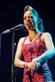 Imelda May, cantante y bodhrán, BluesCazorla - Plaza de toros, Cazorla. 2015