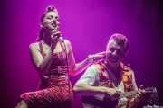 Imelda May -voz y bodhrán- y Al Gare -bajo, contrabajo y ukelele bass-, BluesCazorla - Plaza de toros, Cazorla. 2015