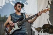 Brennan Andes, bajista de Luke Winslow-King, BluesCazorla - Plaza de Santa María, Cazorla. 2015