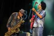 Regi Oliver -saxofón- y Selwyn Birchwood -guitarra y voz- de Selwyn Birchwood Band, BluesCazorla - Plaza de toros, Cazorla. 2015