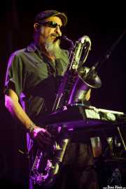 Steve Berlin, teclista, saxofonista y flautista de Los Lobos, BluesCazorla - Plaza de toros, Cazorla. 2015