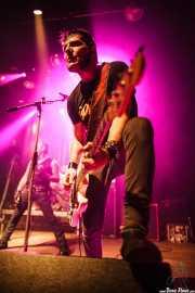 Mr. Hell -bajo- y Tonino -voz- de Toni Metralla y los Antibalas, Kafe Antzokia, Bilbao. 2015