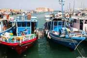 Barcos en el puerto de Heralión con la Fortaleza veneciana de Koules al fondo (10/09/2015)