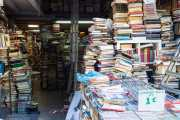 Tienda de libros en un rastro de Atenas (17/09/2015)