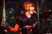 Brette Marie Way, baterista y cantante de The Parson Red Heads, Kafe Antzokia, Bilbao. 2015