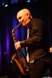 Raúl Romo, saxofonista, flautista de Mike James Kirkland, Kafe Antzokia, Bilbao. 2015