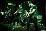 Matt Mayhem -contrabajo-, Bob Wayne -voz y guitarra-, Joe Mitchell -batería- y Mike Khalil -guitarra- de Bob Wayne & The Outlaw Carnies, Kafe Antzokia, Bilbao. 2015