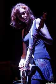Anita Lee Elliott, bajista de Sallie Ford, BIME festival, Barakaldo. 2015
