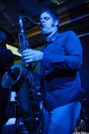 Tom Quartulli, saxofonista de Barrence Whitfield & The Savages, Kafe Antzokia, Bilbao. 2015