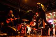 Judah Bauer -guitarra-, Russell Simins -batería- y Jon Spencer -voz,guitarra y theremin- de The Jon Spencer Blues Explosion, Santana 27, Bilbao. 2015