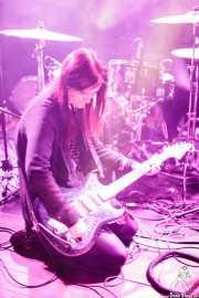 Billie Lindahl, guitarrista y cantante de Ştiu Nu Ştiu, Undergången (Nalen Club), Estocolmo. 2015
