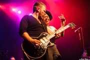 Matt Hill -guitarra-, Nikki Hill -voz- de Nikki Hill, Kafe Antzokia, Bilbao. 2015