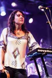 Erin McDermott, teclista y pandereta de Kelley Stoltz (Purple Weekend Festival, León)