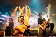 Nalle Colt -guitarra- Ty Taylor -voz- y Rick Barrio Dill -bajo-de Vintage Trouble (WOP Festival 2015, Bilbao, 2015)