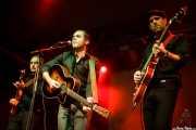 Diego Sánchez -guitarra-, Bitxor -voz y guitarra- y Estanis -bajo- de The Travessy Band (Mockers Day 2015, Santana 27, Bilbao, 2015)