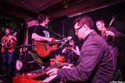 Raúl Costafreda -guitarra-, Carles Estrada -voz y guitarra-, David Abadía -batería-, Joan Millà -teclado- y Pablo Jiménez -bajo- de Los Negativos (Kafe Antzokia, Bilbao, 2016)