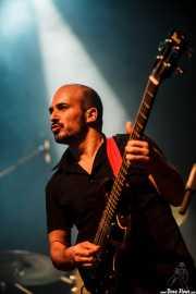 Alfonso Ferrer, bajista de Julián Maeso (Kafe Antzokia, Bilbao, 2016)