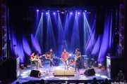 Jokin Salaberria -bajo invitado-, Dani Merino -voz y guitarra-, Peter Abels -voz y guitarra-, Pit Idoyaga -voz y guitarra- de La Costa Oeste (Kafe Antzokia, Bilbao, 2016)