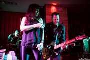 Jay Lien -batería-, Nicole Laurenne -voz y órgano- y Michael Johnny Walker -guitarra- de The Love Me Nots (Satélite T, Bilbao, 2016)