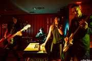 Christina Nunez -bajo-, Jay Lien -batería-, Nicole Laurenne -voz y órgano- y Michael Johnny Walker -guitarra- de The Love Me Nots (Satélite T, Bilbao, 2016)