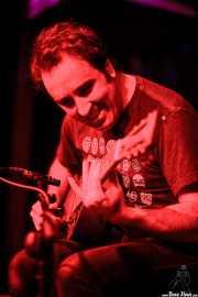Joseba Irazoki, guitarrista y cantante (Kafe Antzokia, Bilbao, 2016)