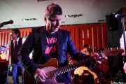 Barrie Masters -voz-, Richard Holgarth -guitarra- y Simon Bowley -batería- de Eddie and the Hot Rods (Satélite T, Bilbao, 2016)