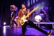 Eddy Ray -voz y bajo-, Brian Nonell -guitarra- y Gerard HalfVille -batería- de The Golden Grahams (Bilborock, Bilbao, 2016)