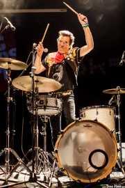 Slim Jim Phantom, baterista y cantante de Slim Jim Phantom & Furious (Sala BBK, Bilbao, 2016)