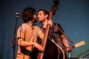 Manu Prieto -contabajo- y Joel Bruña -voz y guitarra-de Moonshine Wagon (Social Antzokia, Basauri, 2016)