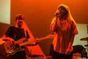 Sergio Gil -bajo- y Cristina Lizarraga -voz invitada- de Yellow Big Machine (Social Antzokia, Basauri, 2016)
