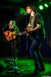 James Walbourne -voz y guitarra- y Kami Thompson -voz y guitarra- de The Rails (Kafe Antzokia, Bilbao, 2016)