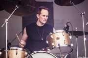 Chris Grant, baterista de RavenEye (Azkena Rock Festival, Vitoria-Gasteiz, 2016)