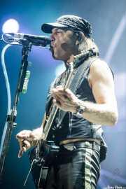 Matthias Jabs, guitarrista de Scorpions, con el Talk box (Bilbao Arena, Bilbao, 2016)
