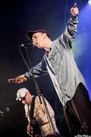 Tommy O'Dell -voz- y Matt Mason -guitarra- de DMA's (Bilbao BBK Live, Bilbao, 2016)