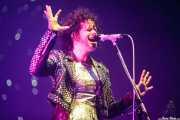 Régine Chassagne, cantante, baterista, acordeonista y hurdy gurdy de Arcade Fire (Bilbao BBK Live, Bilbao, 2016)