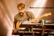 Eneko Lusar, guitarrista y teclista de John Berkhout (Bilbao BBK Live, Bilbao, 2016)