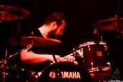 Rafael Mallo, baterista de Triángulo de Amor Bizarro (Bilbao BBK Live, Bilbao, 2016)