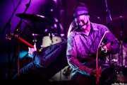 Juldeh Camara -goje- y Justin Adams -guitarra- de Robert Plant & The Sensational Space Shifters (Bilbao Arena, Bilbao, 2016)