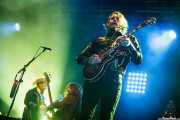 Jimmy Bowskill - guitarra y lap steel guitar-, Ryan Gullen -bajo- y Ewan Currie -voz, guitarra y teclado- de The Sheepdogs (Mundaka Festival, Mundaka, 2016)