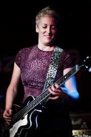 Alicia García,bajista de Buffalo (Sala Azkena, Bilbao, 2016)