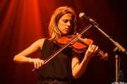 Elena Arteagoitia, violinista de Ghost Number & His Tipsy Gypsies (Kafe Antzokia, Bilbao, 2016)
