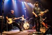 Scott McCaughey -voz y guitarra-, Kurt Bloch -guitarra-, Jim Sangster -bajo- y Tad Hutchison -batería- de Young Fresh Fellows (Kafe Antzokia, Bilbao, 2016)